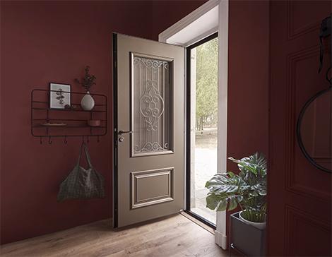 La porte d'entrée de style ancien en bronze texturé Cordey 1 de Zilten