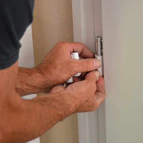 Renforcer sa porte d'entrée grâce aux paumelles