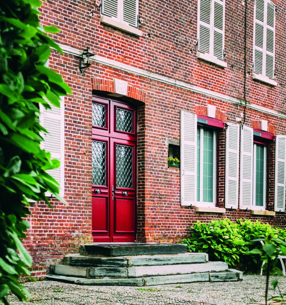 Porte d'entrée en bois peinte