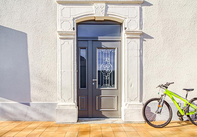 Changer sa porte d'entrée avec la porte d'entrée Zilten Alu Confort Cordey 1 bronze texturé