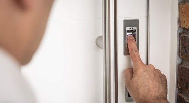 protection renforcée de l'entrée de votre maison avec la domotique