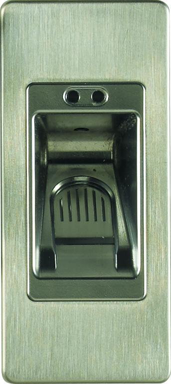 ouverture de la porte d'entrée avec une serrure biométrique domotique Zilten
